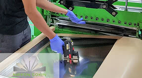 Marking stainless steel - while cutting to size and can subsequently be used for the outer paper packaging as well<br />